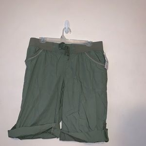Ladies' Bermuda shorts. Olive. NWT